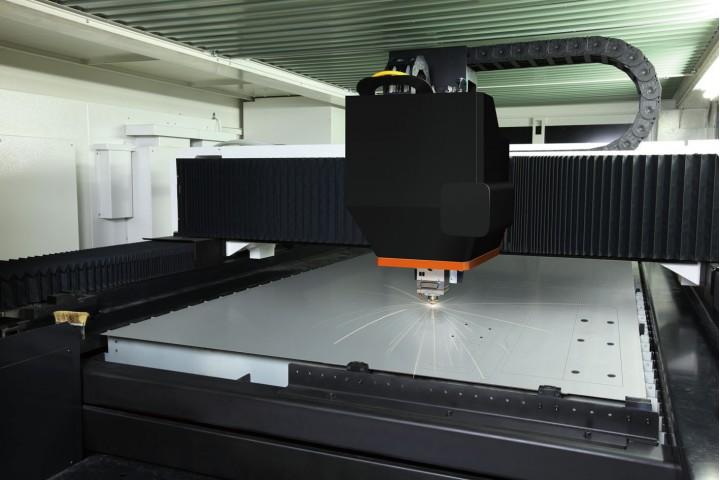 熱吸收率高的光纖雷射,即使低輸出也能達到高速加工的效果